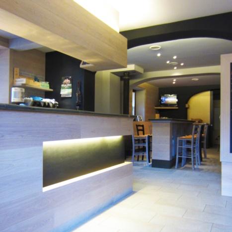Osteria Alvise restyling bar con tavole di rovere sbiancato e pietra