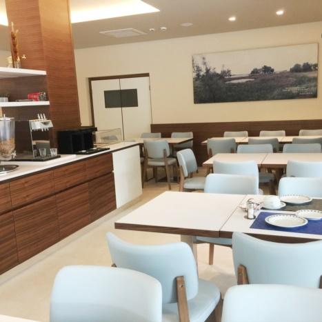 Sala colazioni con mobile Buffet in Noce Canaletto