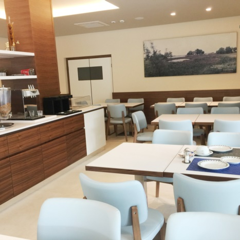 Sala colazioni Hotel Cristina con mobile Buffet in Noce Canaletto